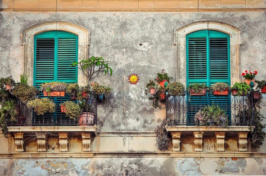 Come arredare terrazze e balconi