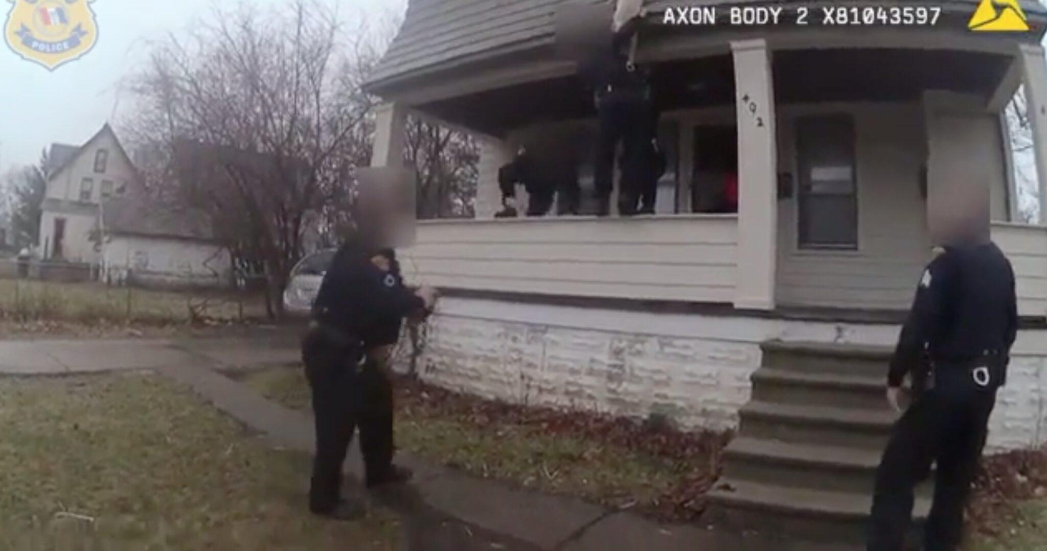 cane-salvato-agenti-polizia