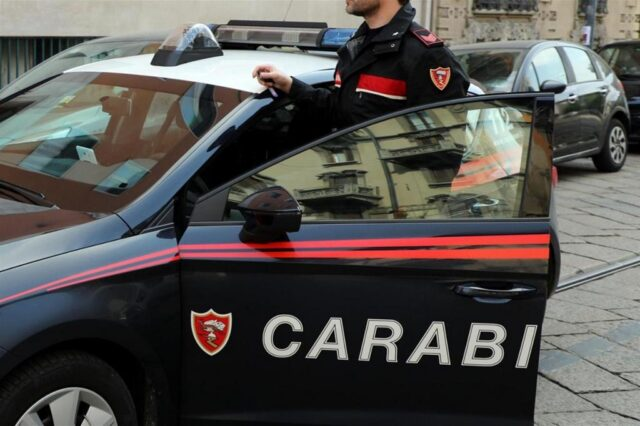 carabinieri-macchina