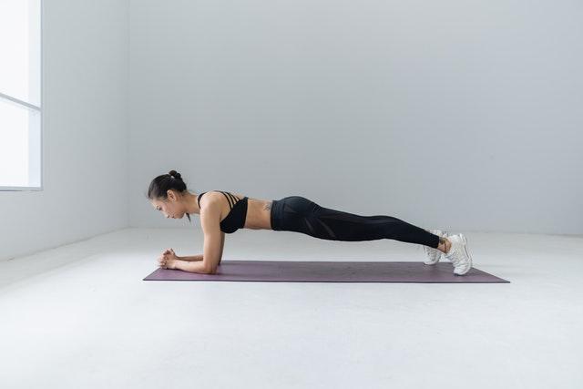 esercizi-braccia-senza-pesi