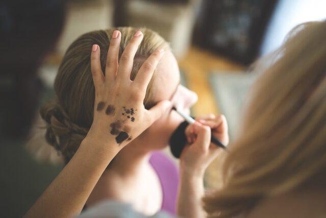 Layering: skincare, make up e profumi nel nuovo trend beauty