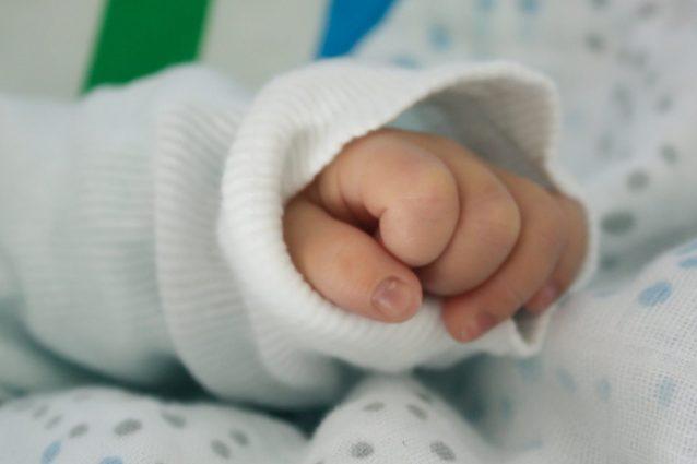 i-funerali-del-neonato-trovato-nella-valigia 2