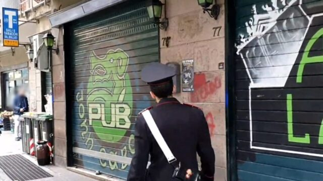 pub-John-Cabot-agente-polizia