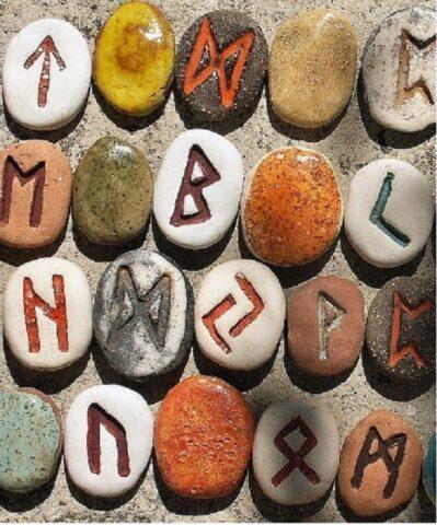 runa-portafortuna-in-ceramica-colorata