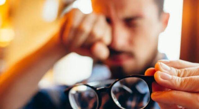 uomo-occhiali