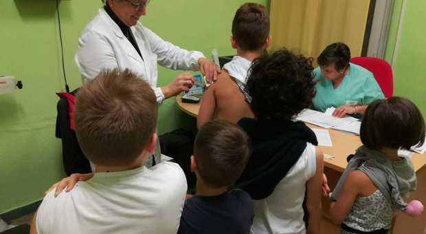 Cesena-bambino-affetto-da-leucemia-i-compagni-si-vaccinano-per-farlo-tornare-a-scuola