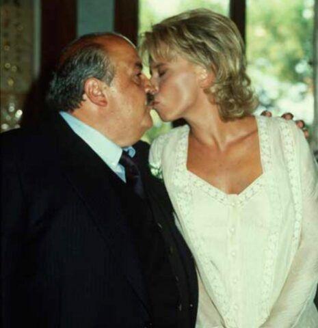 Maurizio-Costanzo-e-Maria-De-Filippi-festeggiano-25-anni-di-matrimonio-il-segreto-farla-ridere
