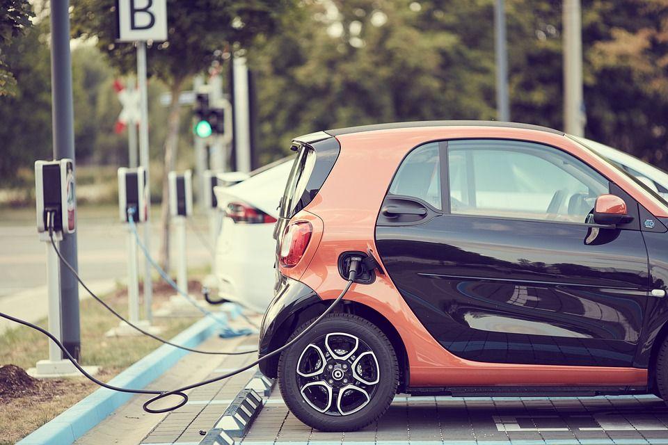 Le auto del futuro si caricheranno in 10 minuti