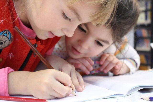 Cesena-bambino-affetto-da-leucemia-i-compagni-si-vaccinano-per-farlo-tornare-a-scuola 1