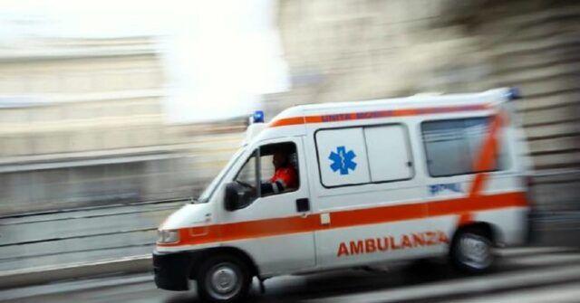 Mamma-partorisce-in-ambulanza-stanno-bene-entrambi