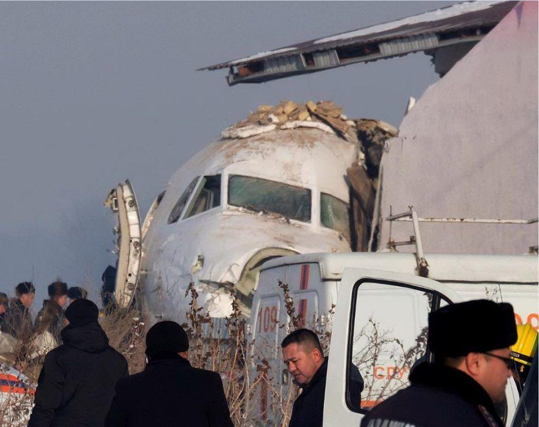 aereo-caduto-kazakistan