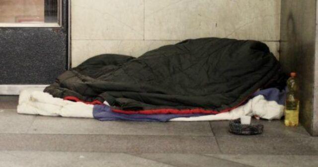 Milano |  clochard trovato morto fuori dalla metro