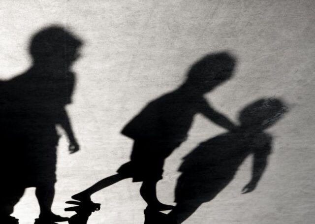 Milano-bambino-di-9-anni-tenta-di-gettarsi-dalla-finestra-della-scuola 1
