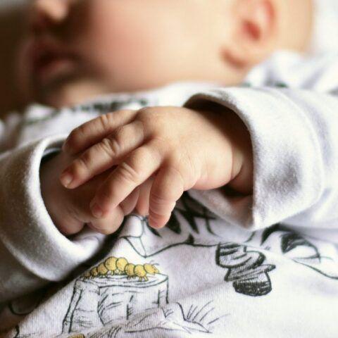 Siena-neonato-trovato-senza-vita-nella-sua-culla 3