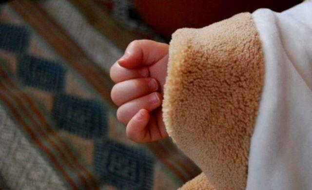 Siena-neonato-trovato-senza-vita-nella-sua-culla