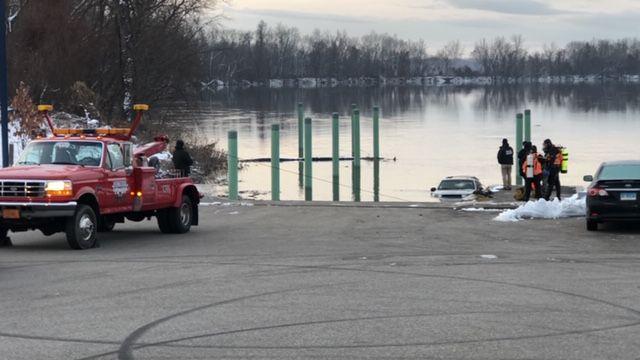 soccorritori-lago