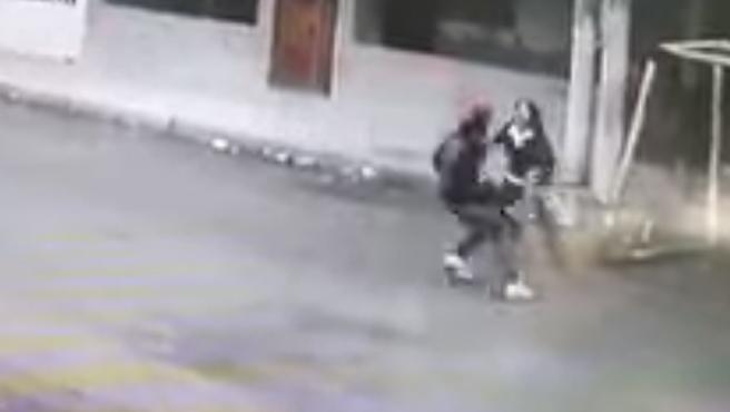 uomo-donna-rapina