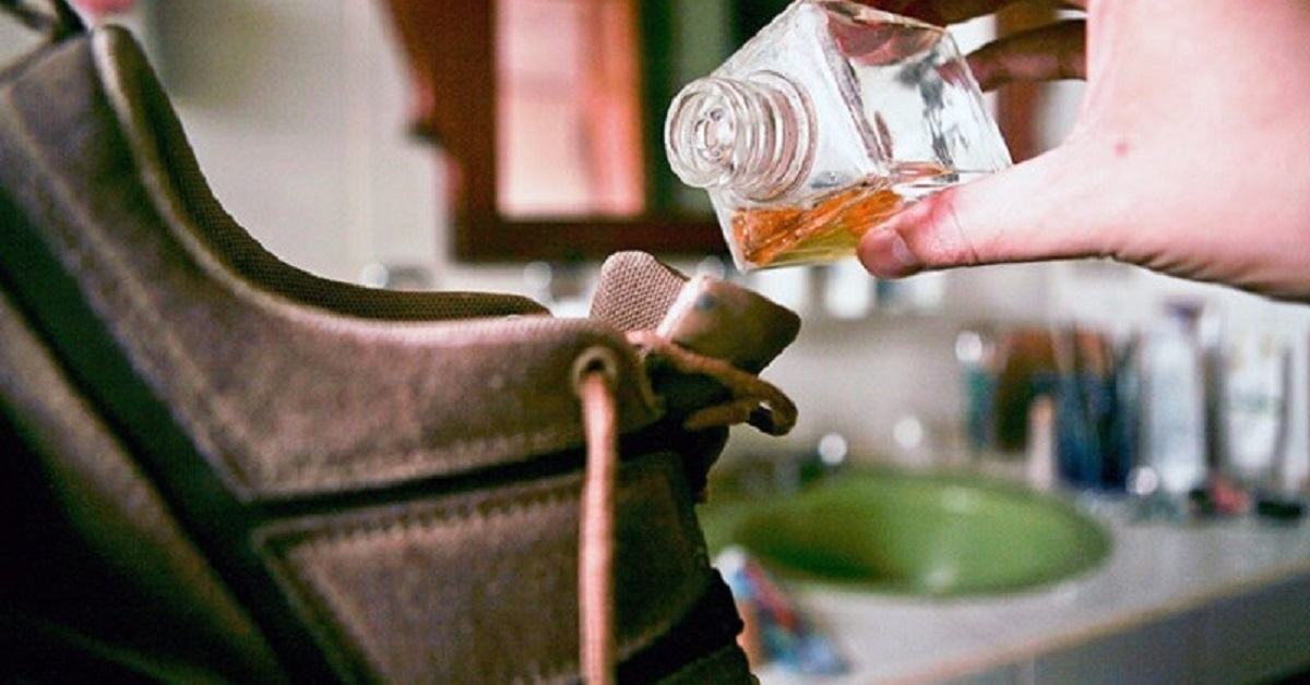 6 trucchi pratici per dire addio ai cattivi odori nelle scarpe