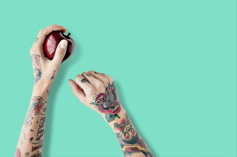 mani-tatuaggio-mela