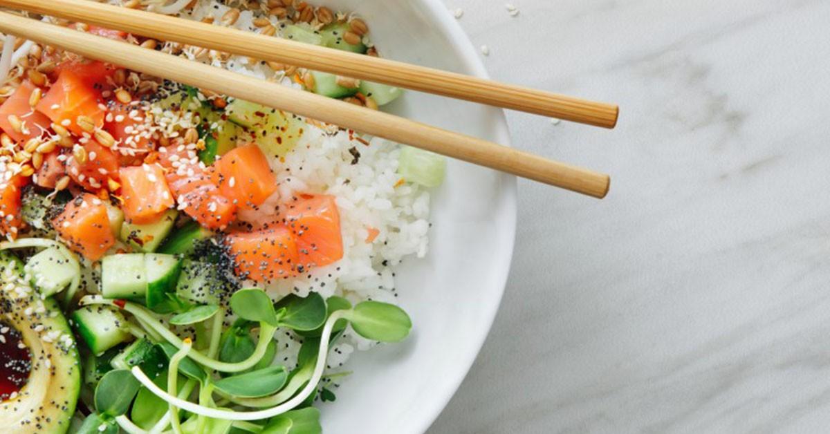 """Poké hawaiano: la ricetta """"dell'insalata"""" dal potere snellente"""