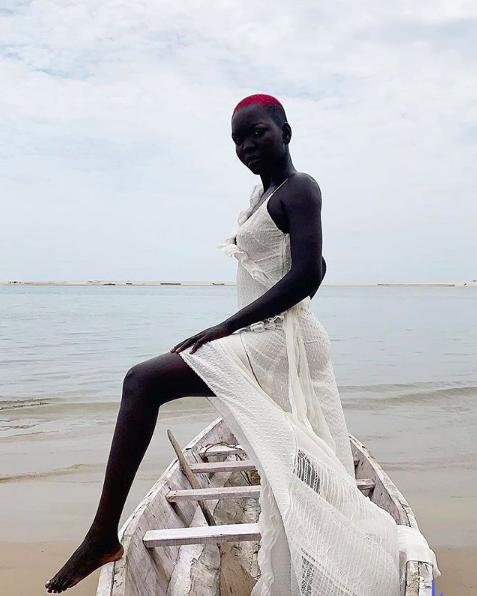 Nyakim la bellissima modella sudanese con la pelle più scura del mondo