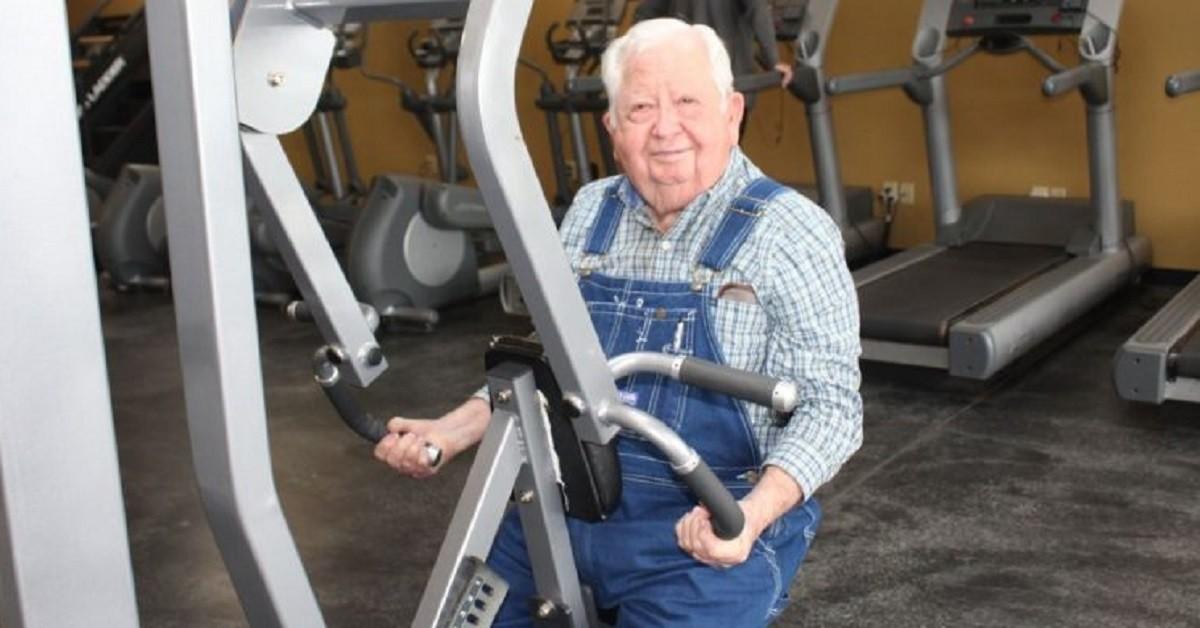 Loyd ha 91 anni e ha preso una decisione che lo ha fatto diventare popolare sul web