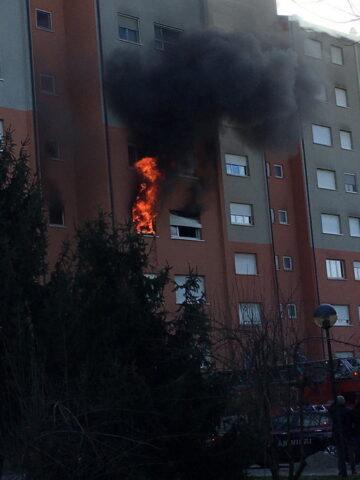 Milano, due morti in un incendio in un palazzo Aler: coinvol