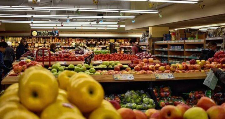 Uomo insulta un ragazzo gay al supermercato: ecco la sua risposta