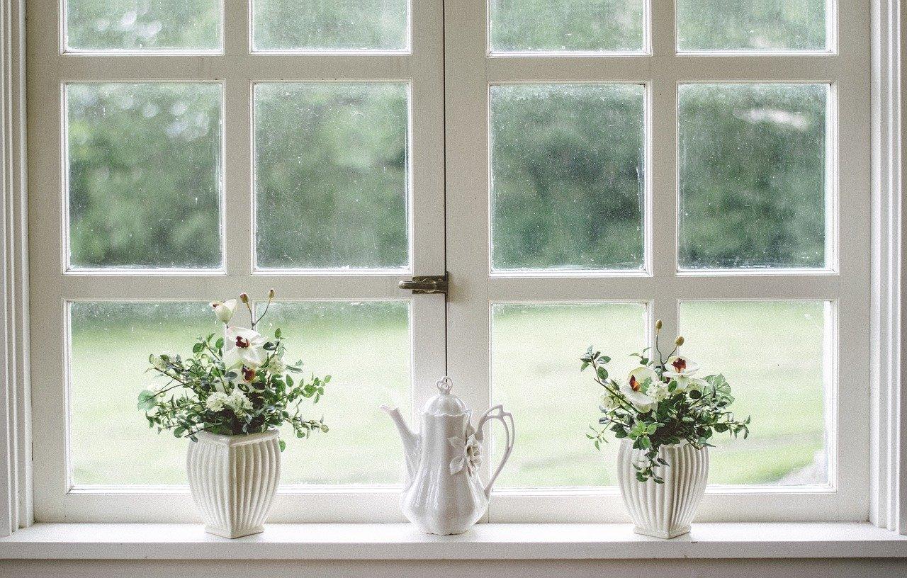Come disinfettare i vetri e farli splendere