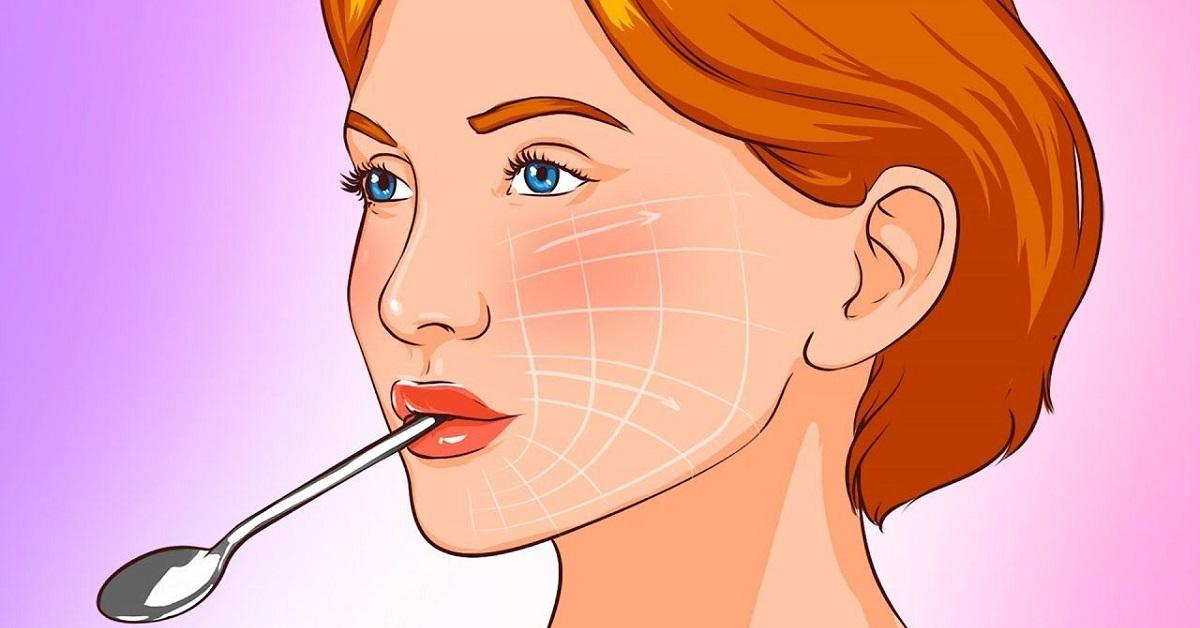 donna con cucchiaino in bocca
