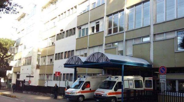 Abbandonati-4-bimbi-fuori-l'ospedale-Cardarelli