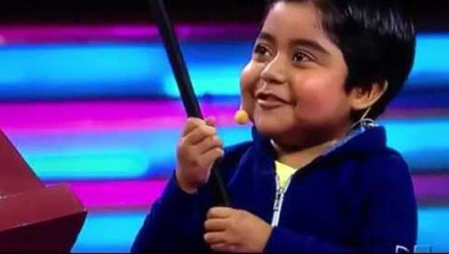 """Un presentatore chiede a un bambino """"Chi è Dio?"""" e scoppia i"""
