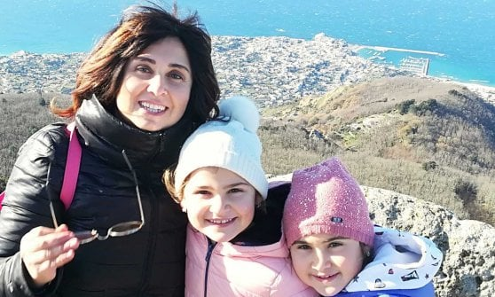 la storia della mamma anestesista che non vede le figlie da un mese