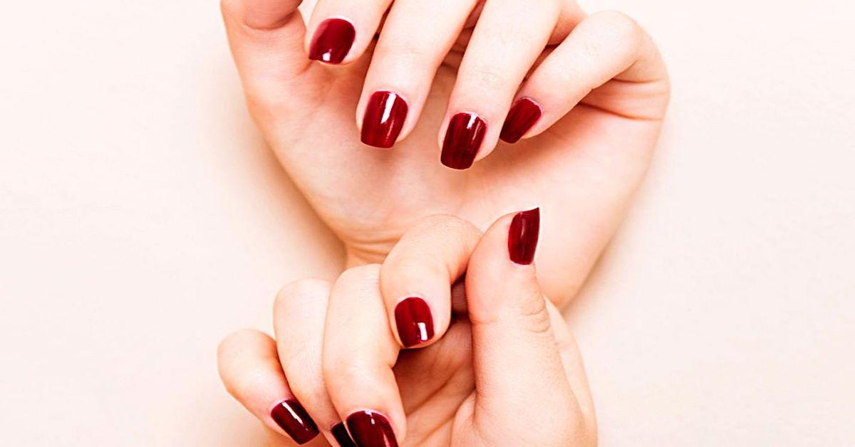 Come togliere le unghie finte, senza danni