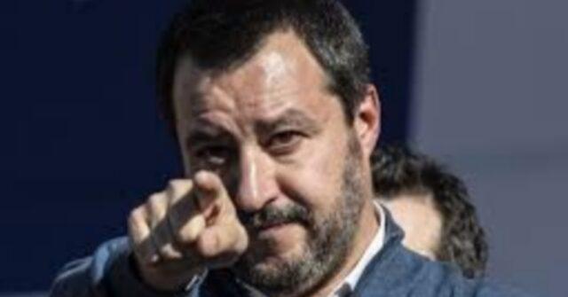 """Rosario Fiorello risponde a Matteo Salvini: """"Chiese aperte a"""