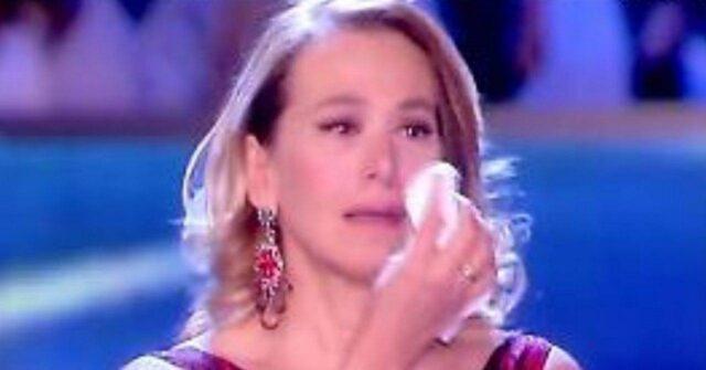 Barbara D'Urso piange