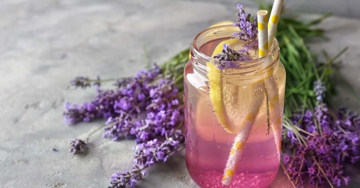 Come preparare la limonata alla lavanda che scaccia ansia e stress