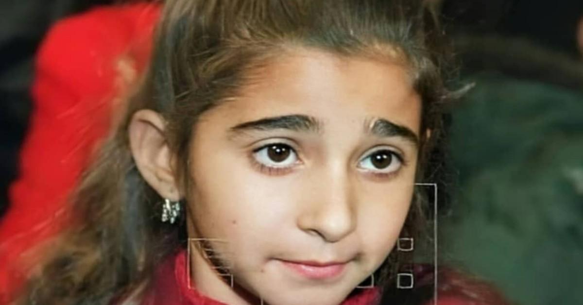 La foto da bambina di Alba FLores