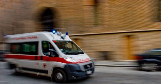 Torino bimbo caduto buca