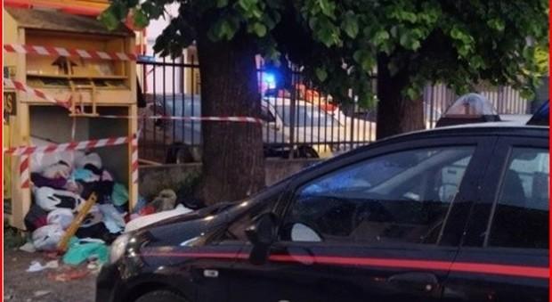 Bambino morto incastrato in un cassonetto a Bergamo