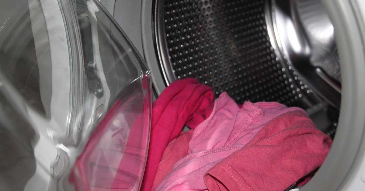 Bucato: 9 errori che rovinano i panni in lavatrice