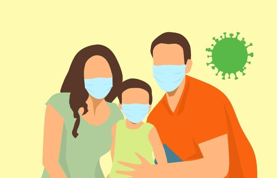 Famiglia con mascherina