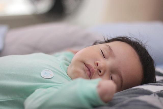 Bambino dorme da solo