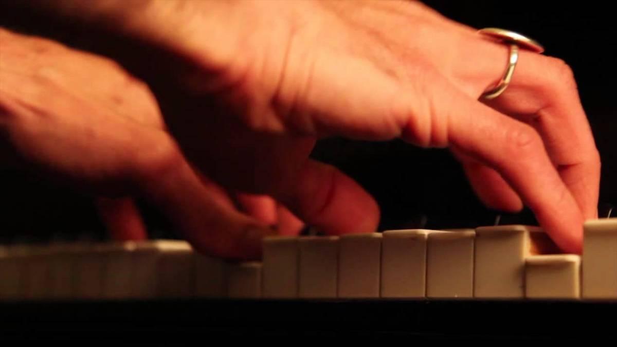 mani pianista