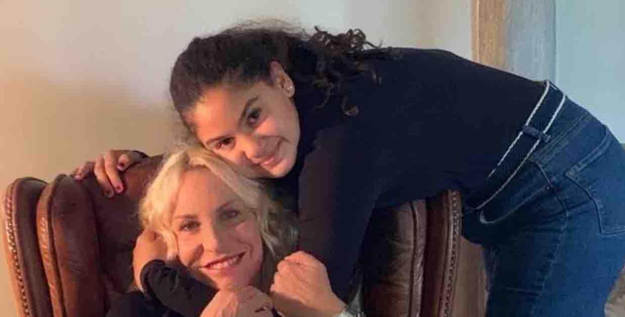 malese abbraccia Antonella Clerici