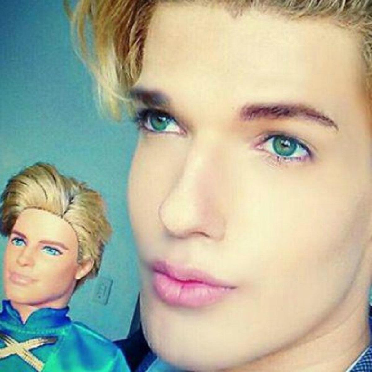 Ken bambola e umano