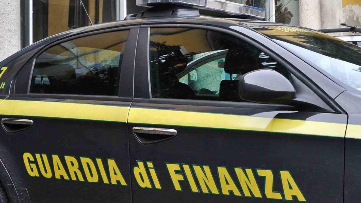 macchina guardia di finanza