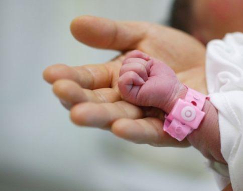 Barletta, neonata nata per strada
