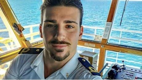 Sirius e la divisa da marinaio
