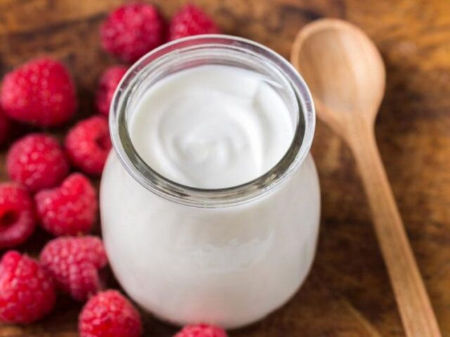 Buttare il liquido che si forma sulla superficie dello yogurt è un grave errore